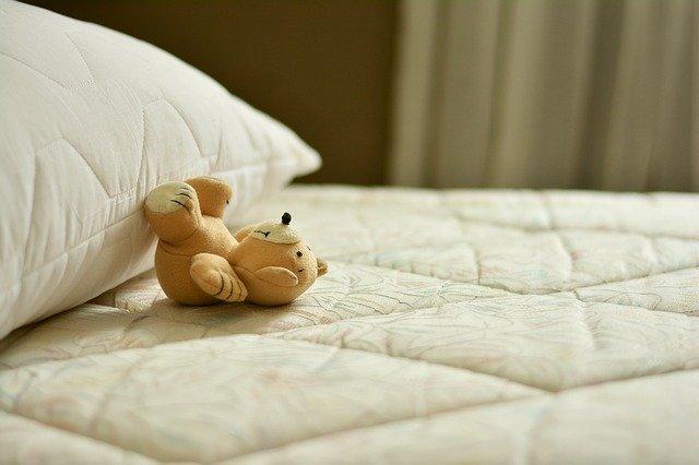 bamse på seng
